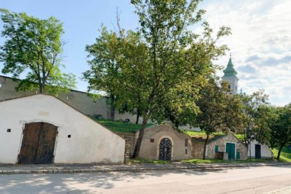 Mönchhof Kellergasse Kirche